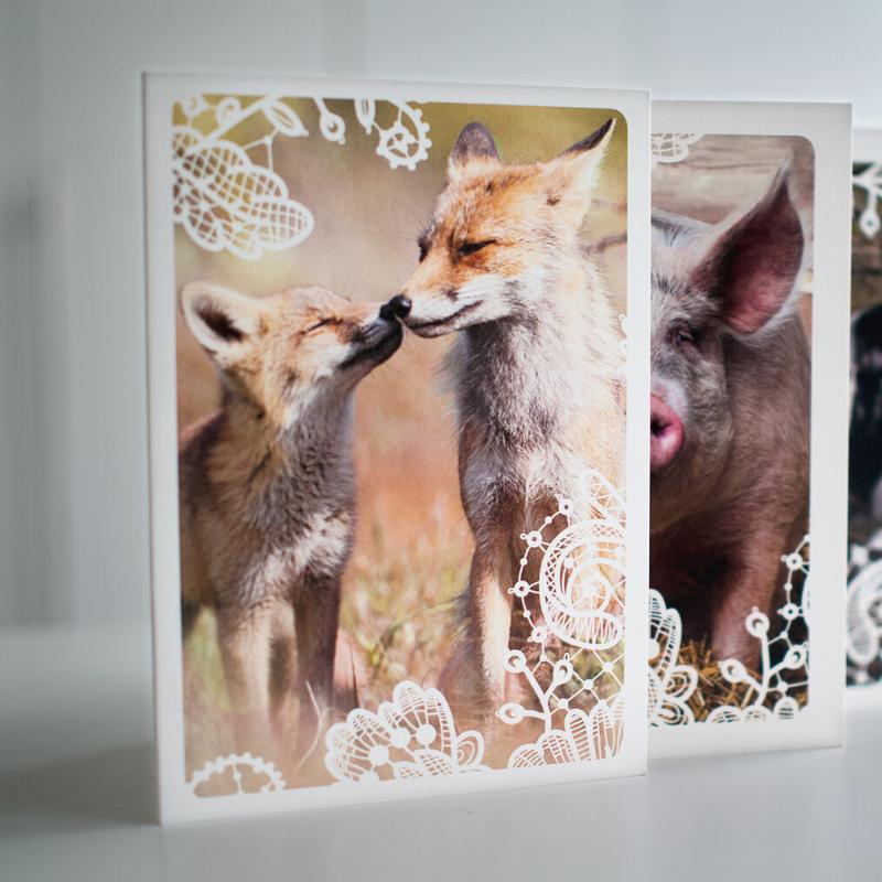 Aineettomalle lahjalle voit valita myös postitettavan kortin. Kuvituskuva.